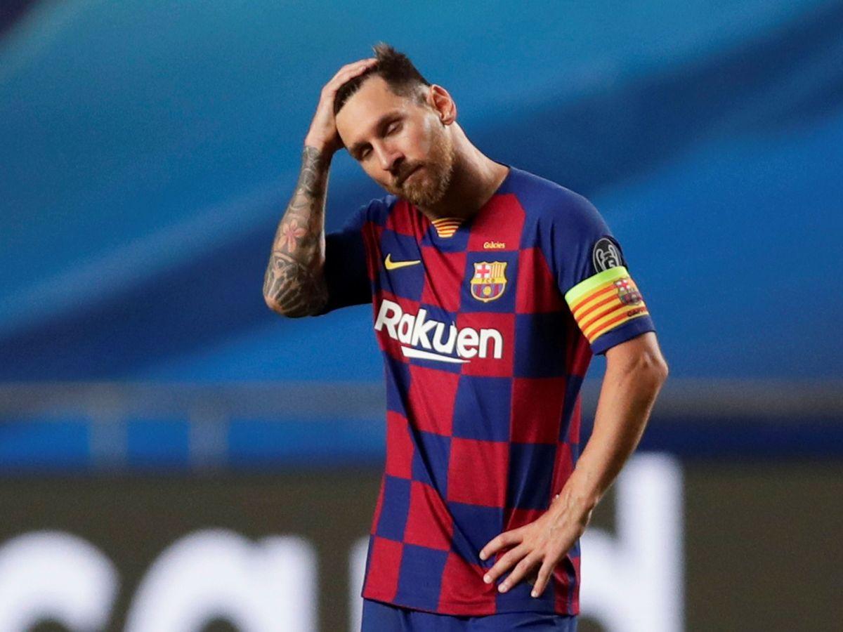 Foto: Leo Messi, con un gesto de estar hundido, en el partido contra el Bayern de Múnich en la Champions. (Efe)