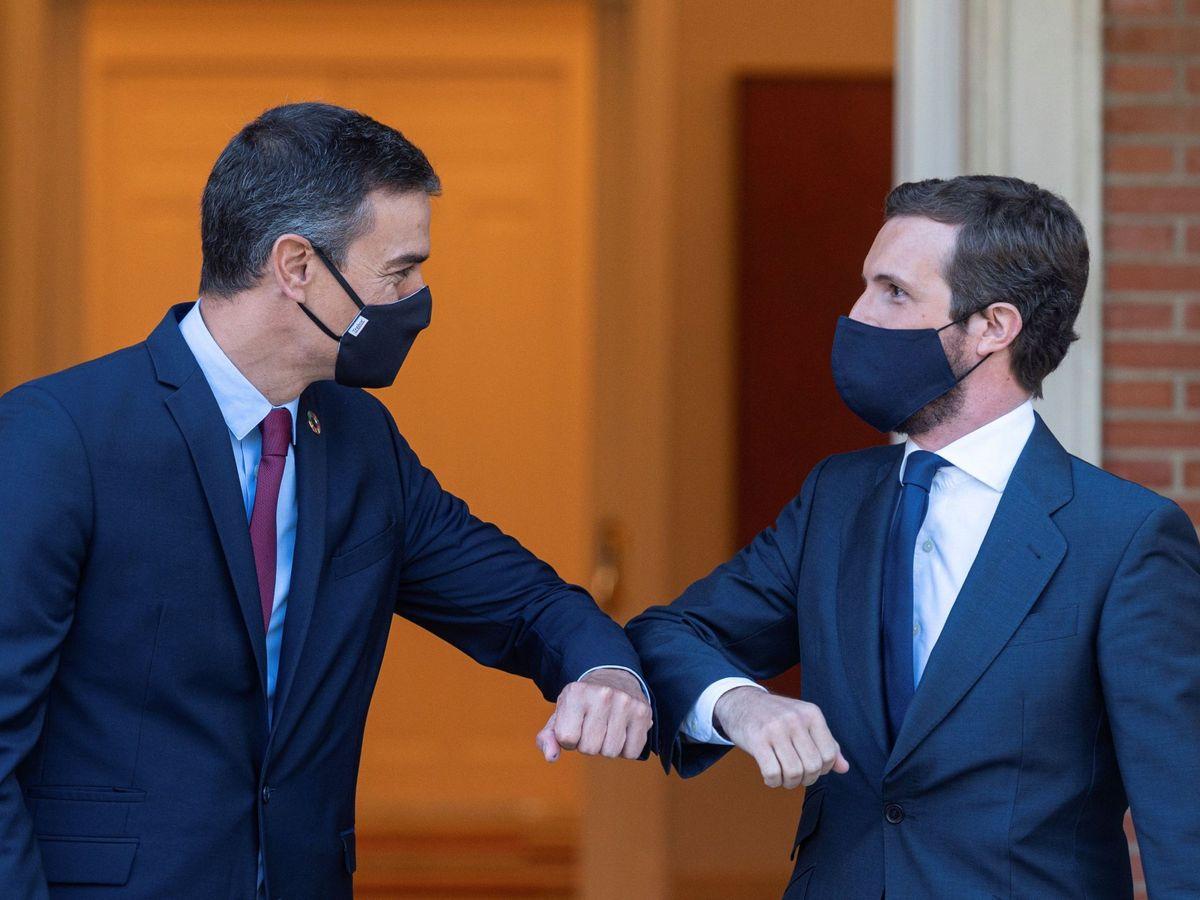 Foto: El presidente del Gobierno, Pedro Sánchez, y el líder de la oposición, Pablo Casado. (EFE)