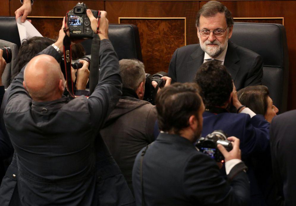 Foto: Mariano Rajoy, minutos antes del comienzo de la sesión de control al Gobierno en el Congreso de este 25 de octubre. (Reuters)
