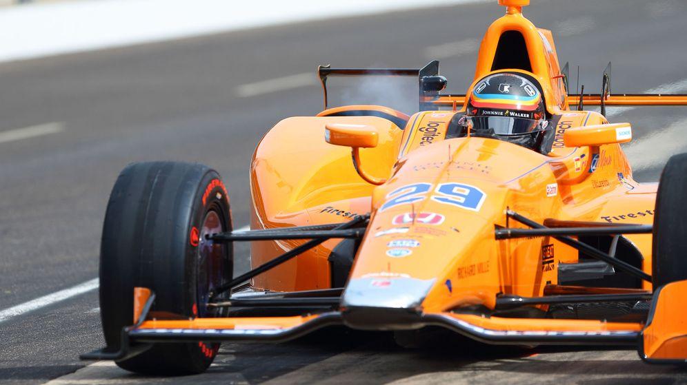 Foto: Fernando Alonso sobre su McLaren Andretti en Indianápolis. (EFE)