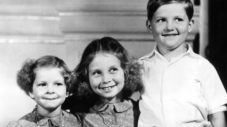 La Reina Sofía junto a sus dos hermanos (Casa Real)