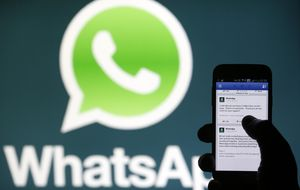 El doble 'tick' azul en WhatsApp, ¿una ayuda o un elemento tiránico?