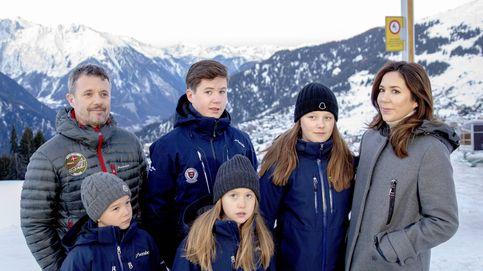Federico y Mary de Dinamarca, con sus hijos  en su primer día en el internado suizo