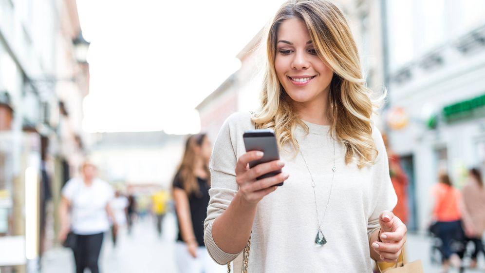 Foto: El 19,8 lo consumen desde su móvil. (iStock)