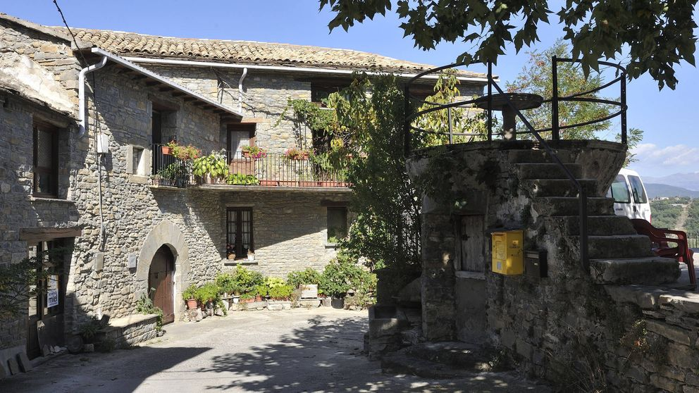 Aínsa, la prueba de que los pueblos (preciosos) del Pirineo también son para el verano