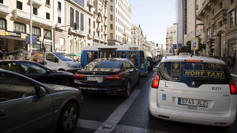 Por qué se producen tantos atascos en las ciudades (y una buena solución)