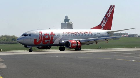 Un piloto se desmaya y aterriza el avión otro que iba de viaje como pasajero