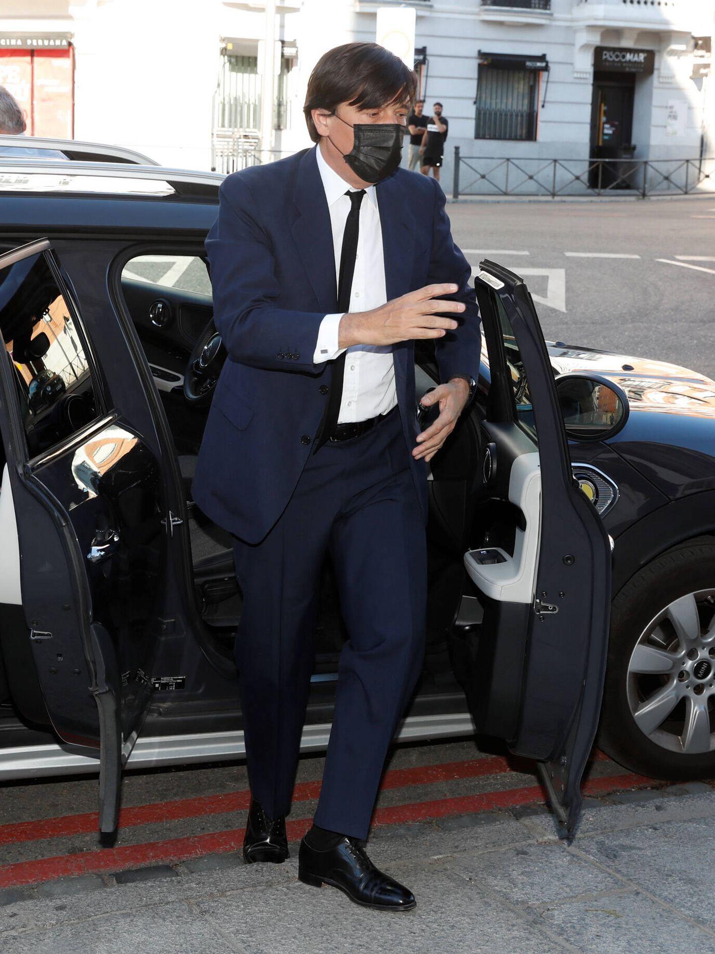 Manolo Falcó, primogénito del marqués, llega a su funeral en Madrid. (Gtres)