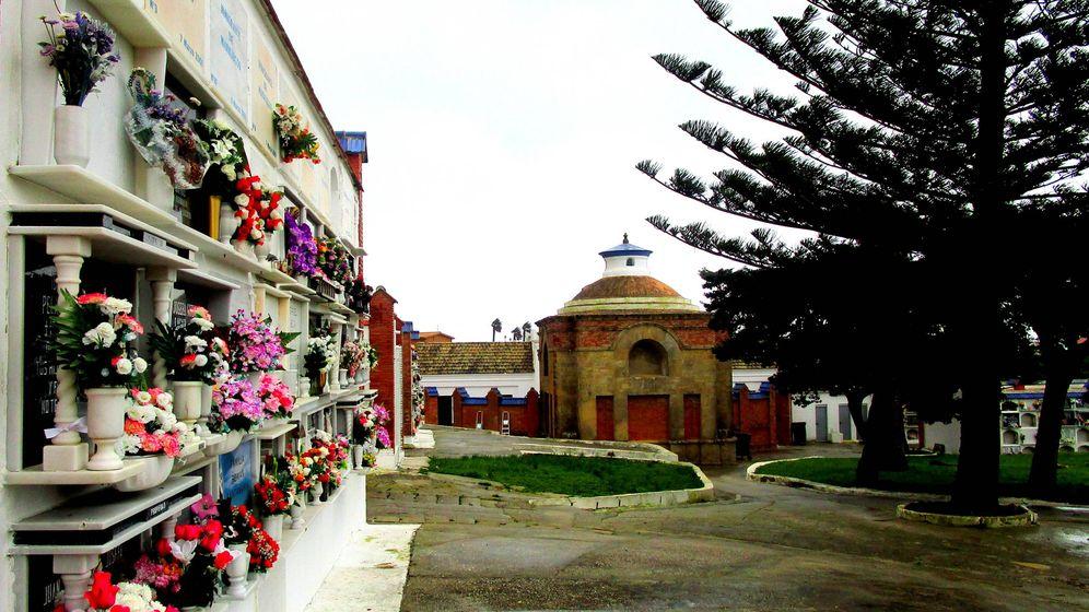 Foto: Cementerio de Tarifa donde, en la fila de arriba, se encuentra los inmigrantes marroquíes. (A.G.)