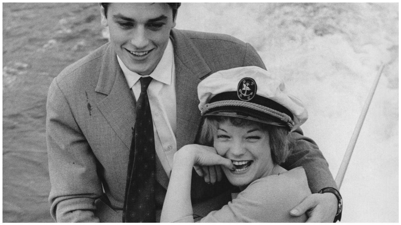 La pareja de actores en el lago Lugano, al anunciar su compromiso. (Getty)