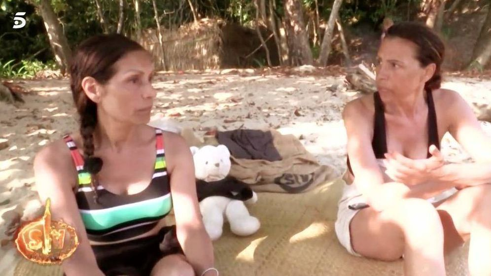 Foto: Las Azúcar Moreno traicionan a Isabel Pantoja en 'Supervivientes'. (Telecinco)