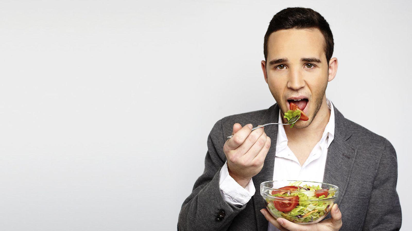 Foto: Las ensaladas siempre son una buena opción para la hora de comer. (iStock)