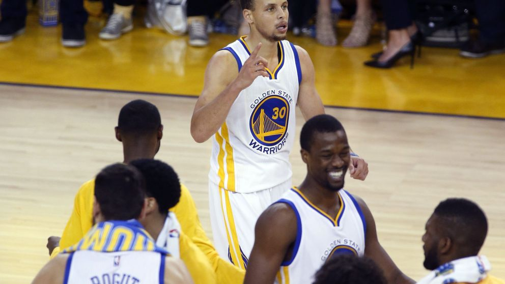 Stephen Curry aparece a tiempo para evitar la eliminación de los Warriors