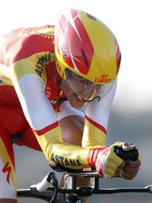 """Contador, """"preocupado"""" tras su caída en la París-Niza"""