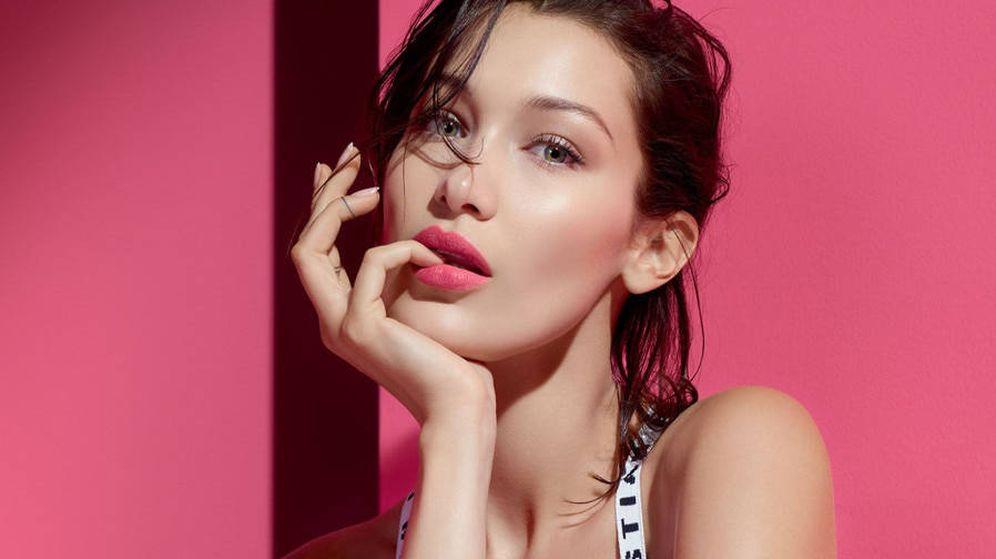 Foto: Bella Hadid, en una imagen promocional de Dior Addict Lip Tattoo. (Cortesía)