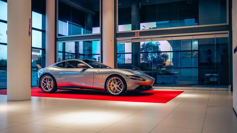 Foto: Este es el Ferrari Roma en la sede del concesionario de Ferrari en Madrid.