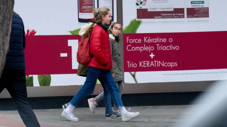 Irene Urdangarin, paseando por Vitoria estas Navidades.