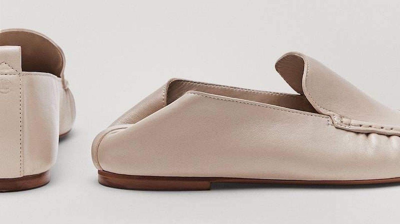 Los mocasines de piel de Massimo Dutti. (Cortesía)