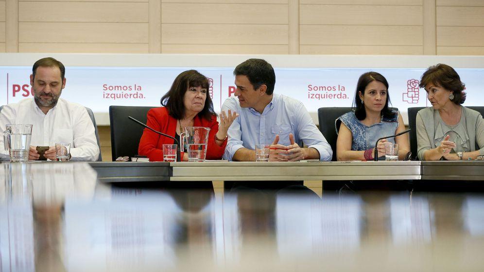 Foto: El secretario general del PSOE, Pedro Sánchez (c), durante una reunión de la comisión permanente de la ejecutiva del partido. (EFE)