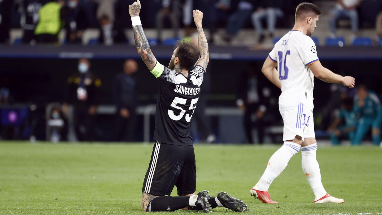 El Sheriff celebra el histórico triunfo en el Bernabéu. (EFE)