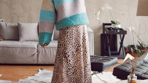 Jersey oversize + falda midi: la nueva fórmula de estilo que enloquece a IG