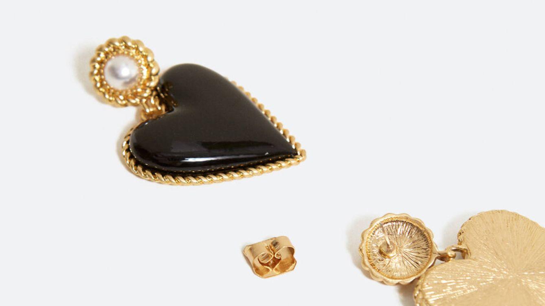 Uterqüe ha creado los pendientes XL que van a robarte el corazón (literalmente)