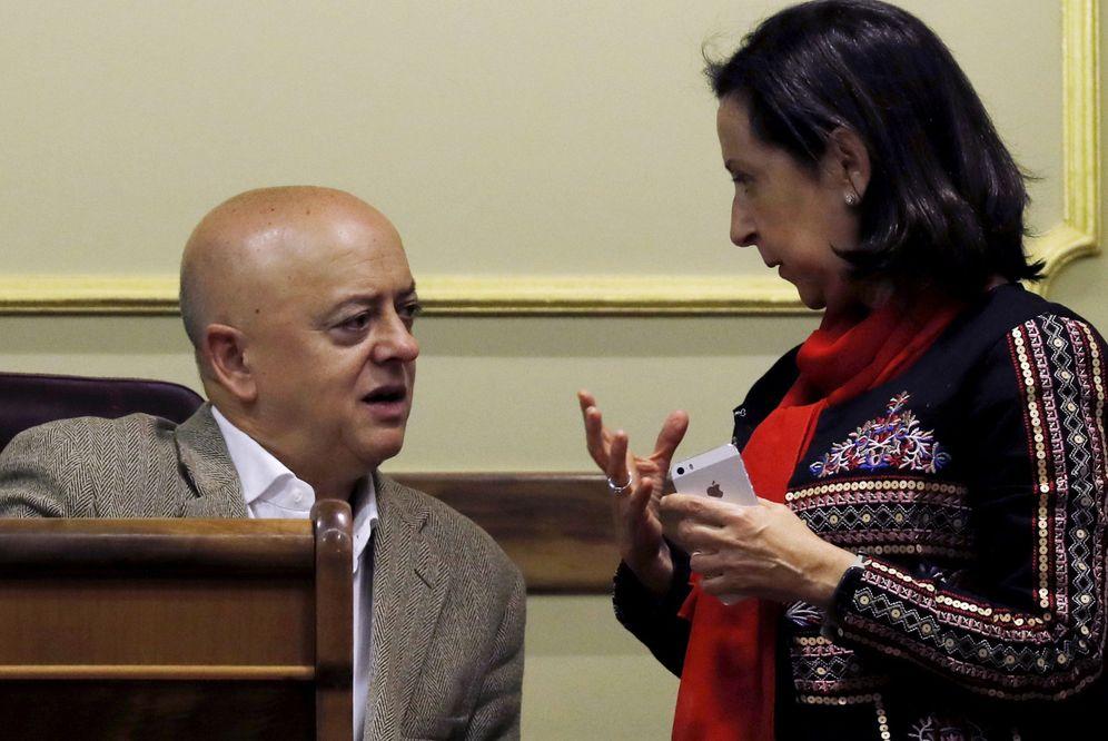 Foto: Los diputados Odón Elorza y Margarita Robles, el pasado 29 de noviembre en el pleno del Congreso. (EFE)