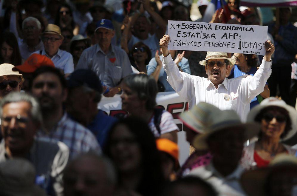 Foto: Los jubilados chilenos exigen pensiones justas y suficientes para vivir. (EFE)