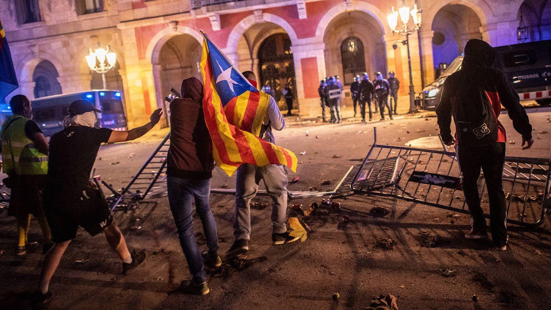 Foto: Enfrentamientos en Barcelona entre los Mossos y manifestantes, en la Diada de 2019. (Getty)
