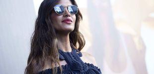 Post de Sara Carbonero estrena el armario de otoño con un fular de 600 euros