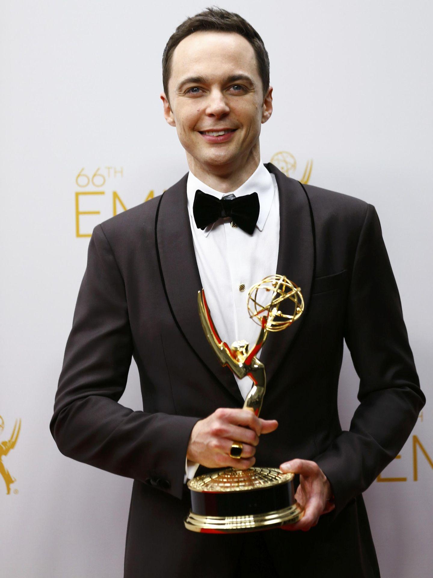 Jim Parsons posa con un premio Emmy (Reuters)