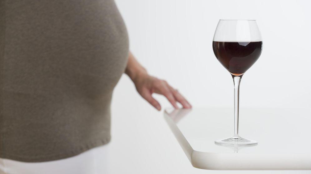 Foto: Tomar alcohol en el embarazo puede provocar trastornos del espectro alcohólico fetal (Corbis)