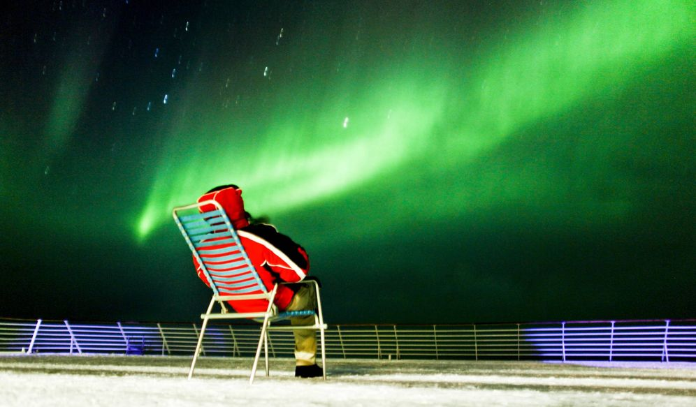 Foto: Observando las auroras boreales desde Kirkenes a Tromsø. (Foto: Hurtigruten)