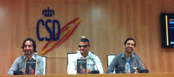 Foto: Los autores MarioRebollo y David Blay junto a David Casinos (Foto: SM).