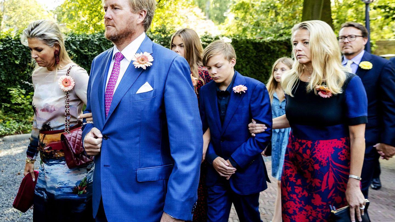 El rey Guillermo y su familia, en el funeral de Cristina de Holanda. (EFE)