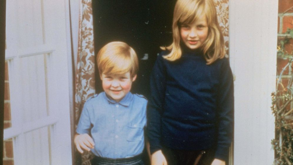 Foto: Charles y Diana Spencer de pequeños en la mansión familiar. (Cordon Press)