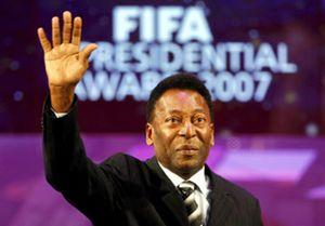 El Banco Santander ficha a Pelé
