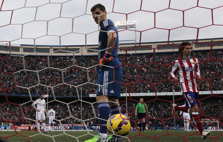 Foto: ker Casillas, tras encajar un gol en el Calderón (AP Photo)