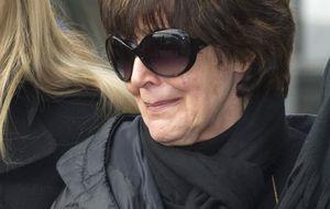 La actriz Concha Velasco se derrumba durante el entierro de su ex marido, el productor Paco Marsó