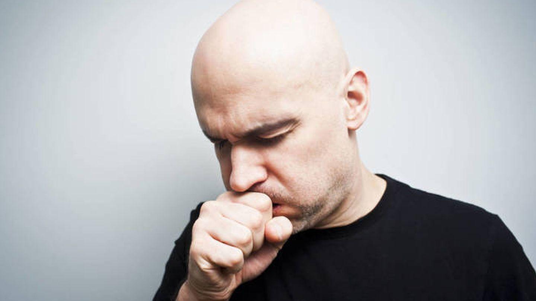 Una tos persistente puede ser consecuencia de un problema digestivo.  (iStock)