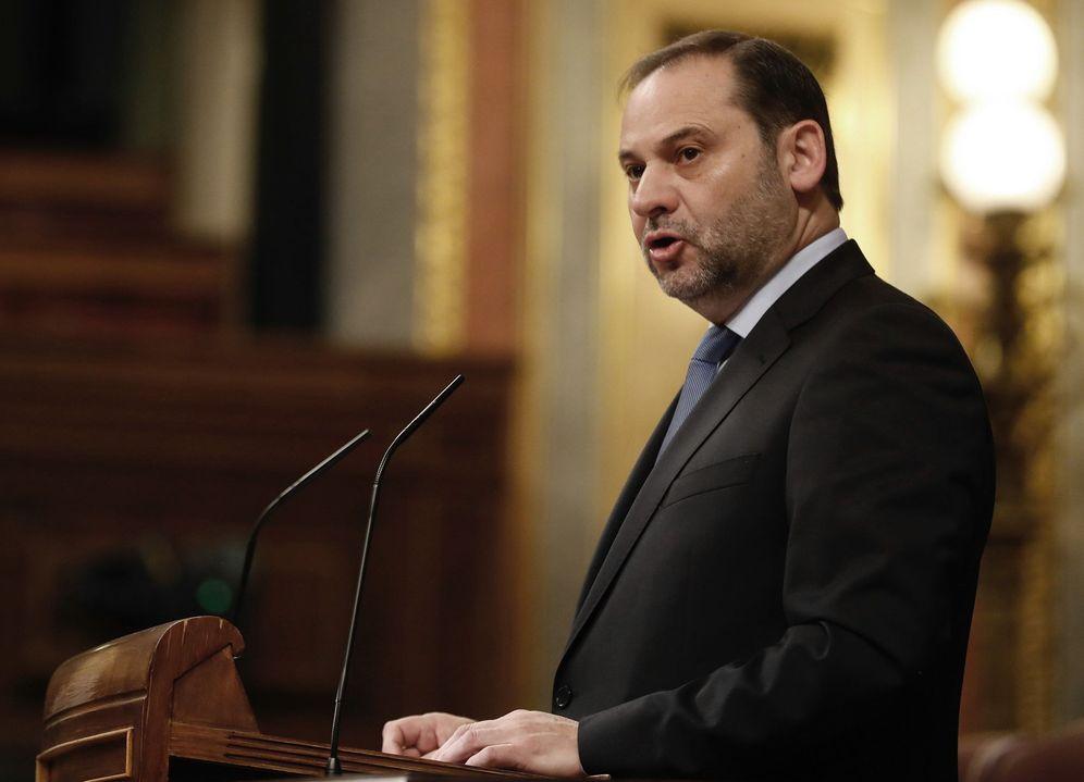 Foto: El ministro de Fomento, José Luis Ábalos, este 22 de enero en el Congreso. (EFE)