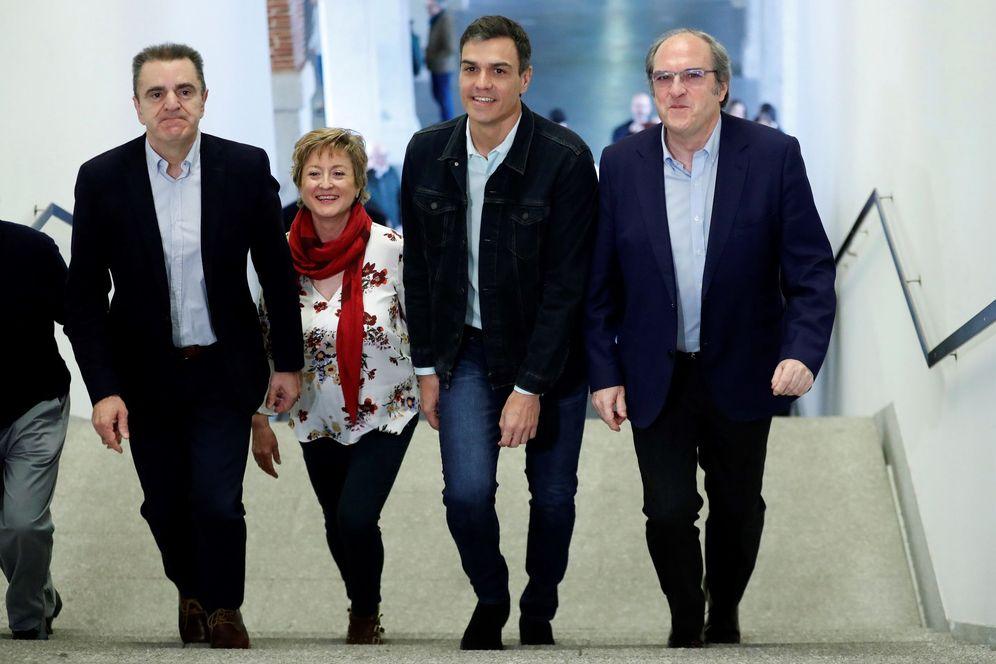 Foto: Pedro Sánchez, con Ángel Gabilondo (d) y el líder del PSOE-M, José Manuel Franco, y su número dos, Carmen Barahona, el pasado 7 de abril en la capital. (EFE)