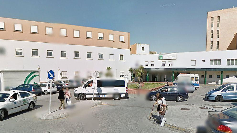 El hospital (sin ley) de La Línea: un paciente agrede a rodillazos a una enfermera
