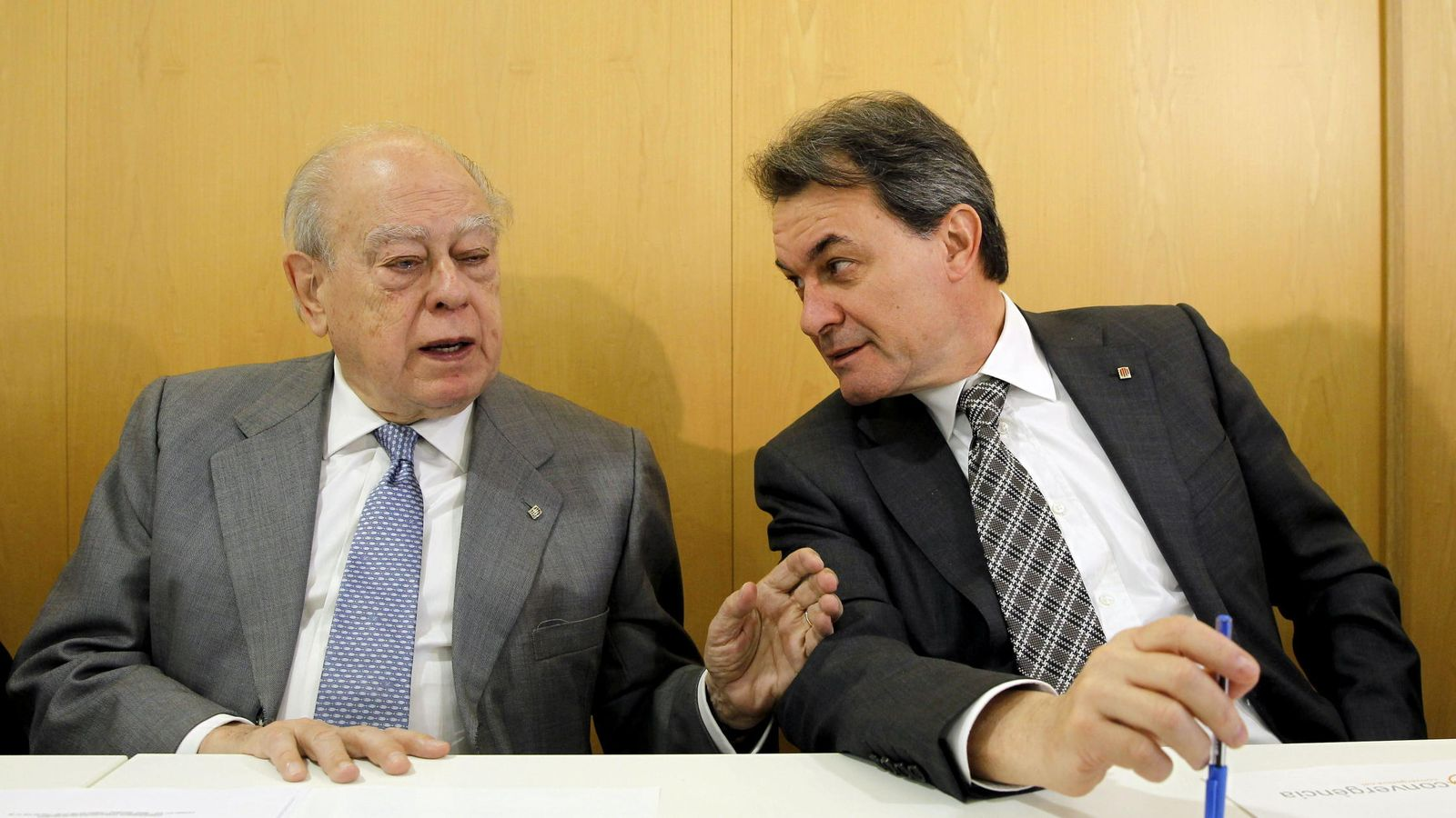 Foto: Los expresidentes de la Generalitat Jordi Pujol (i) y Artur Mas (d). (EFE)