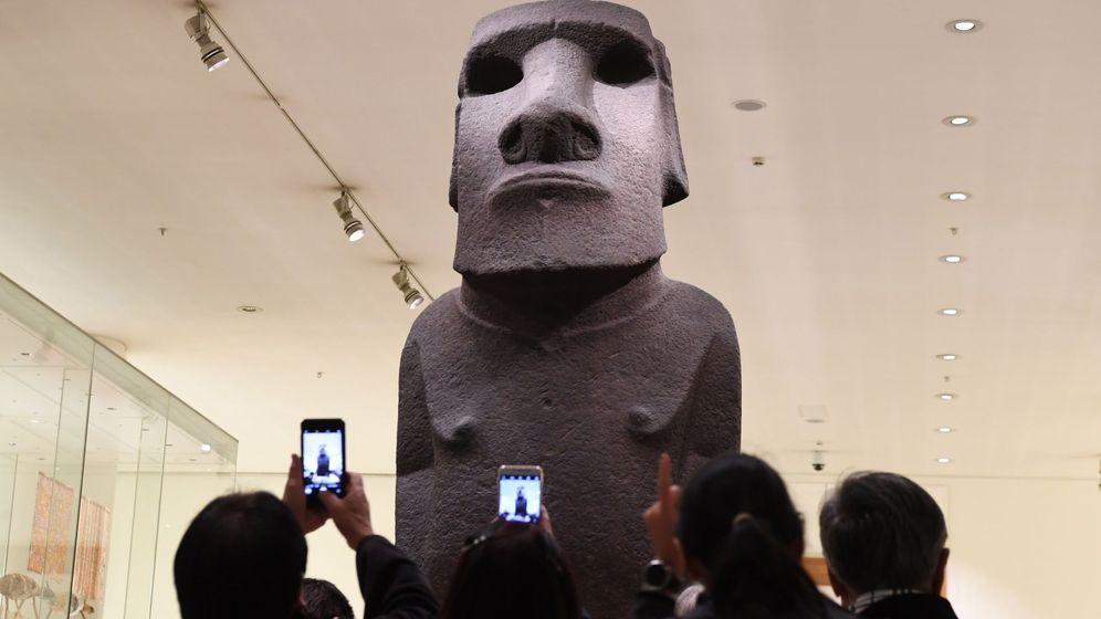 Foto: El moai Hoa Hakananai'a. (Efe/Neil Hall)