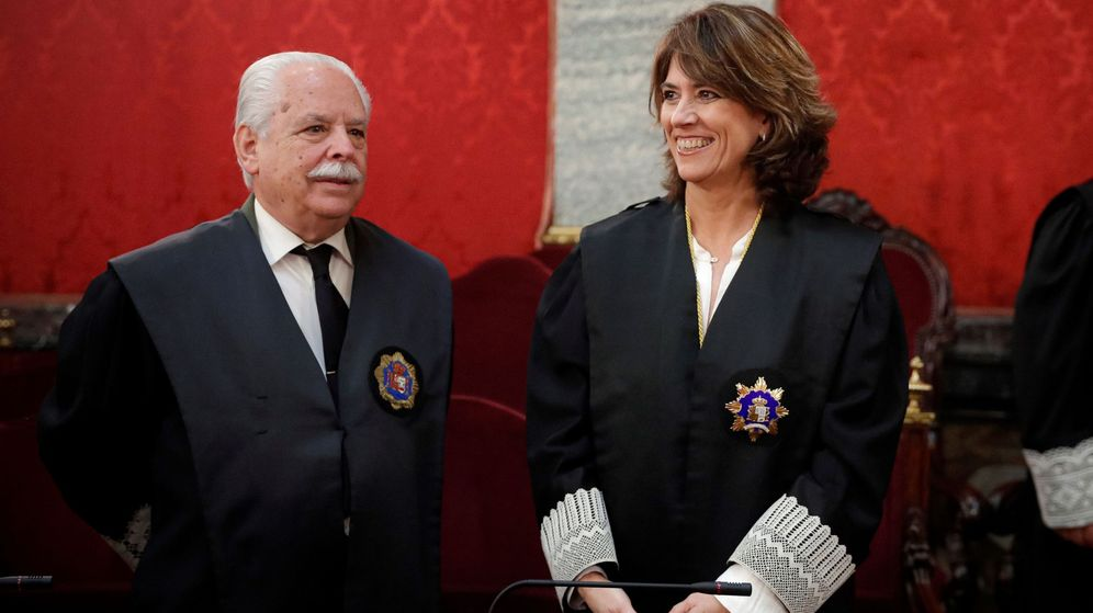 Foto: El fiscal Luis Navajas Ramos, junto a Dolores Delgado. (EFE)