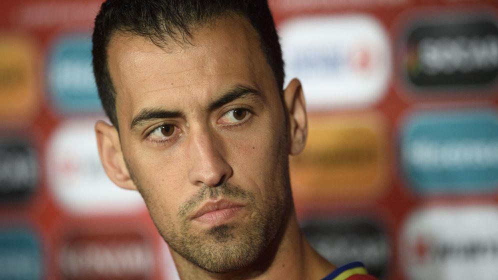 Foto: Sergio Busquets, durante una rueda de prensa con la Selección. (EFE)