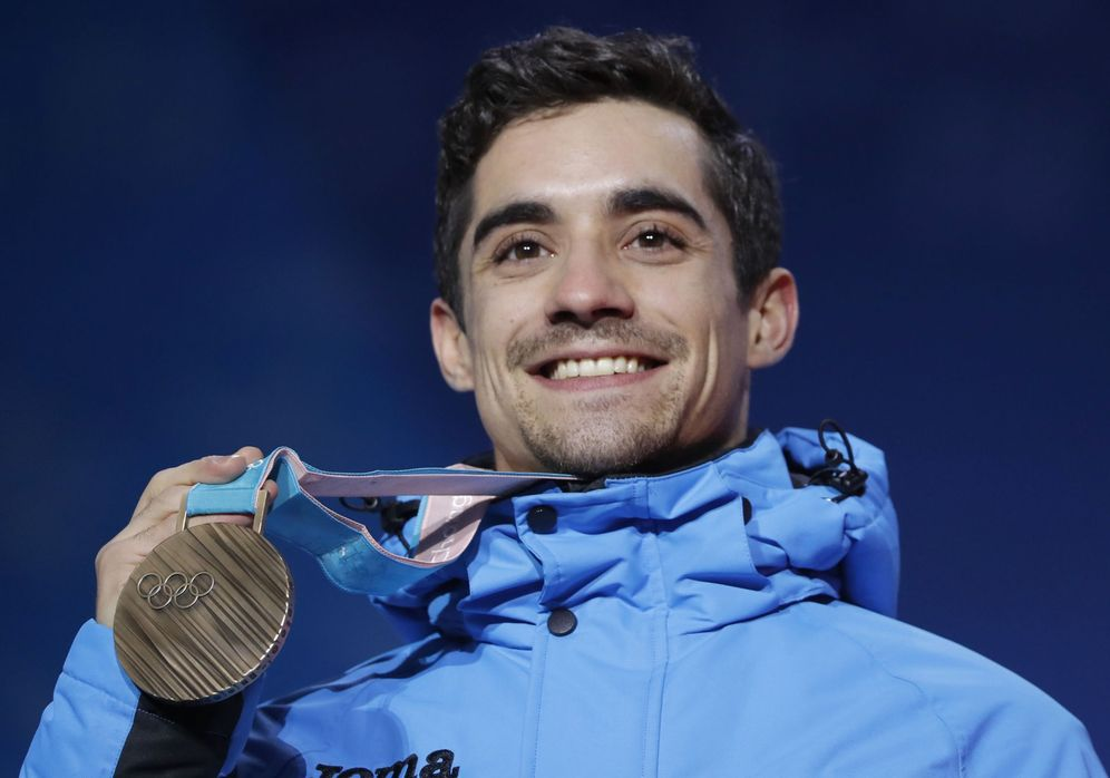 Foto: Javier Fernández luce la medalla de bronce ganada en Pyeongchang. (Reuters)
