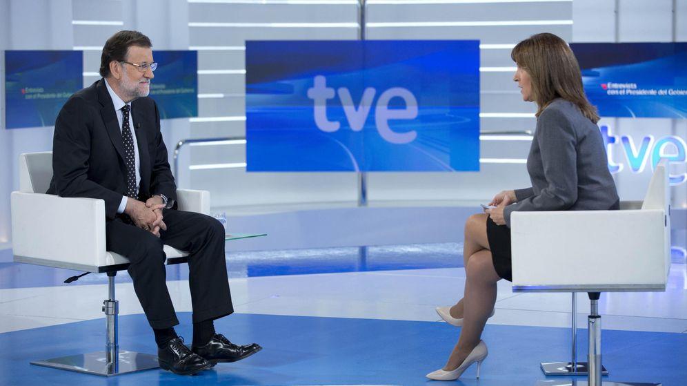 Foto: Fotografía facilitada por Presidencia del Gobierno de Mariano Rajoy durante la entrevista que le ha realizado esta noche la periodista Ana Blanco en TVE, en Madrid (Efe)