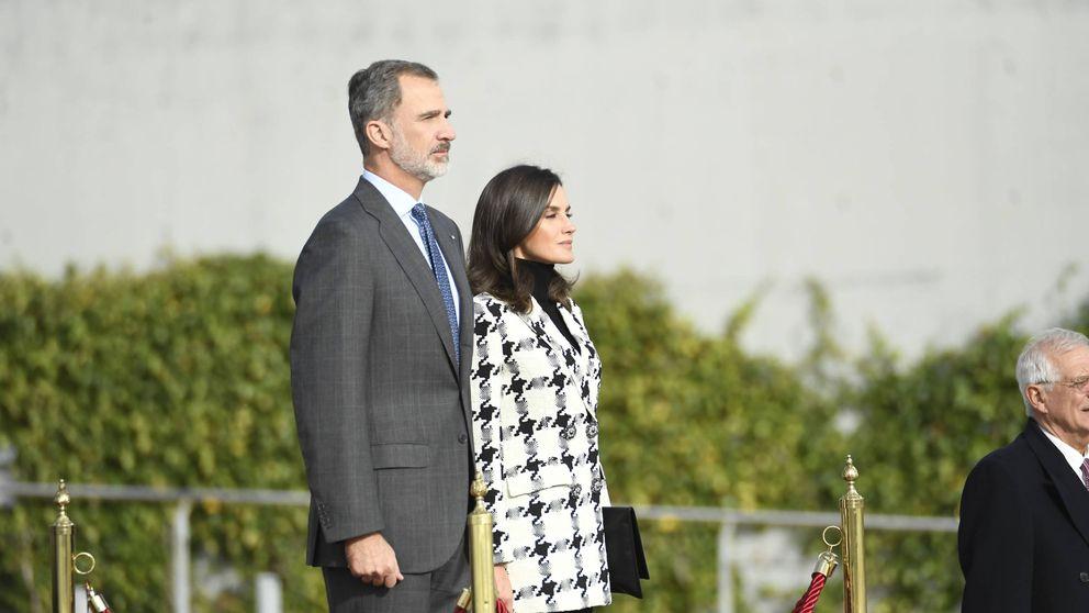 La chaqueta de Uterqüe con la que Letizia puso rumbo a Cuba nos tiene enamorados